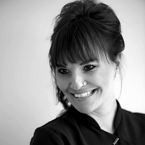 Claudia, Spezialistin im Bereich Gelmodellage, Shellac Maniküre. Fotograf: Phil Horn