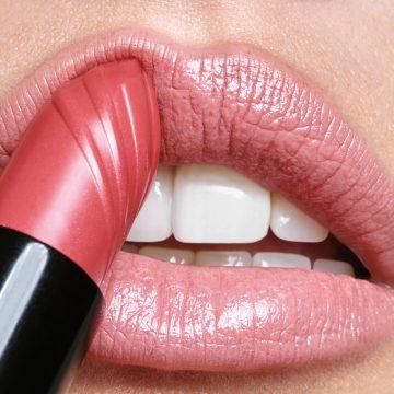 Reviderm Make up: Care & Colour Lipstick. Copyright: Reviderm.