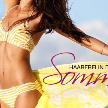 Haarfrei in den Sommer: Frau mit leuchtend gelben Bikini am Strand.